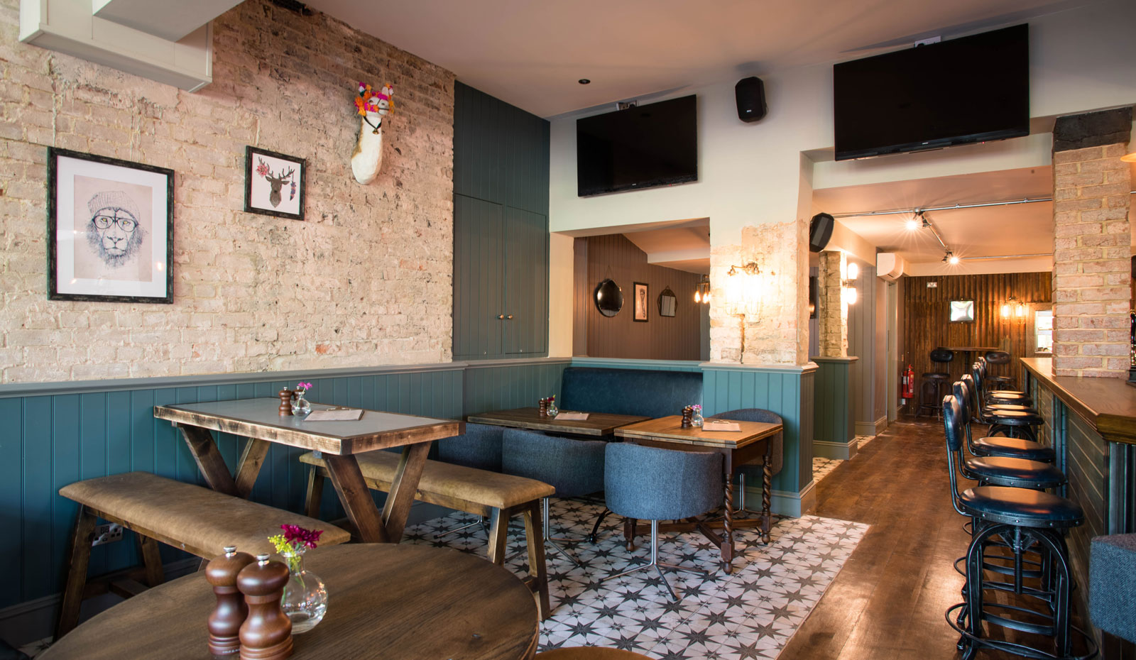Mere-Scribbler-local-pub-streatham-venue-family-friendly