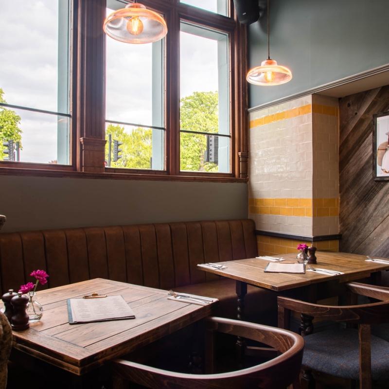 Mere-Scribbler-local-pub-streatham-venue-seating